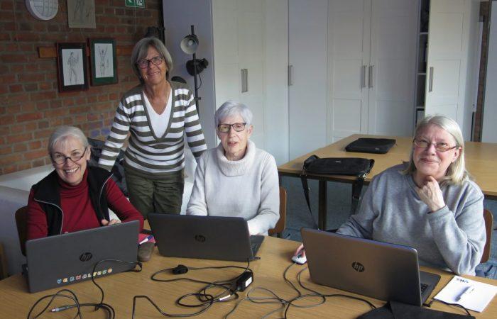 Die Computergruppe bei der Arbeit
