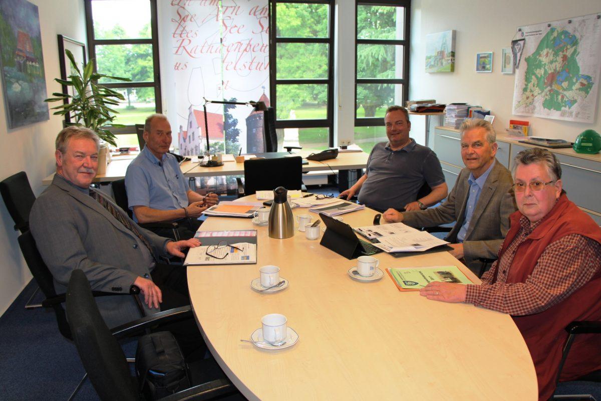 Seniorenbeirat übergibt Tätigkeitsbericht 2017 an Bürgermeister Bodo Klimpel