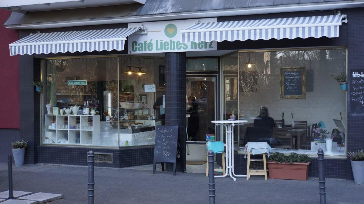 Frontansicht des Café Liebes Herz