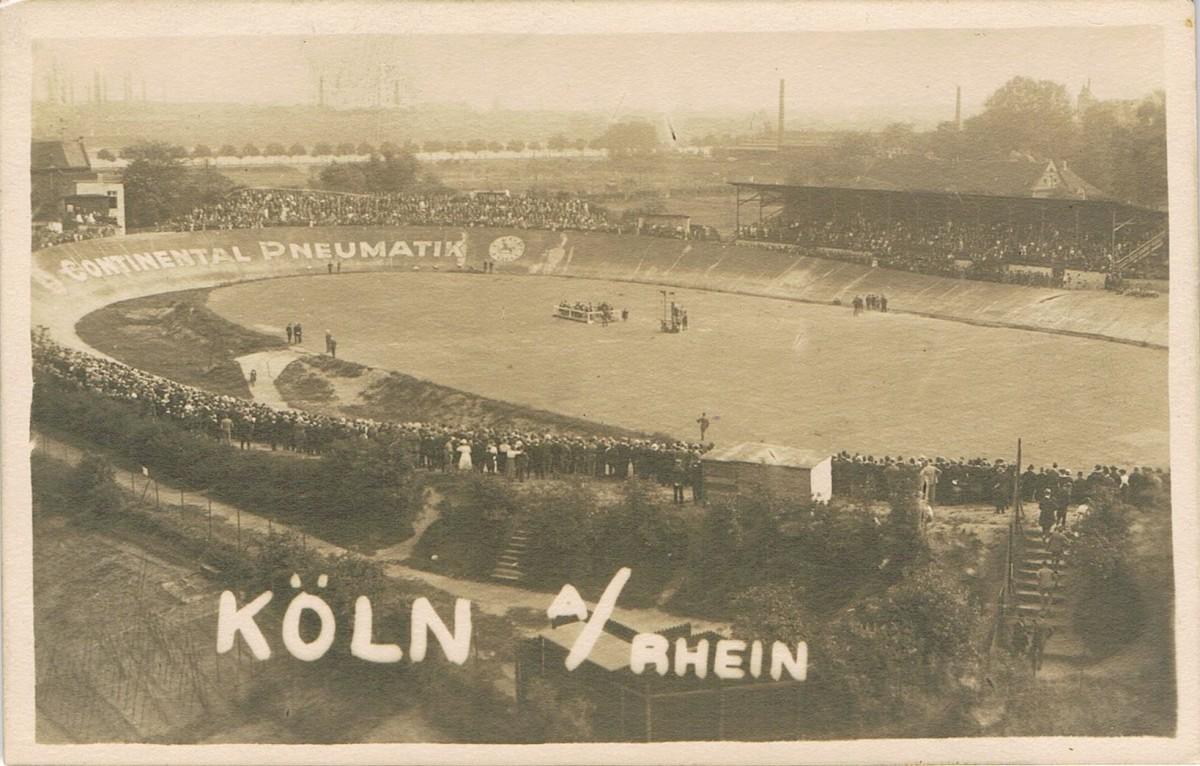 Historische Aufnahme der Riehler Radrennbahn