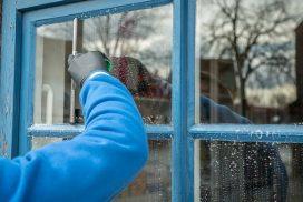 Fensterscheiben putzen