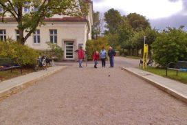 SpielerInnen beim Boule-Spielen