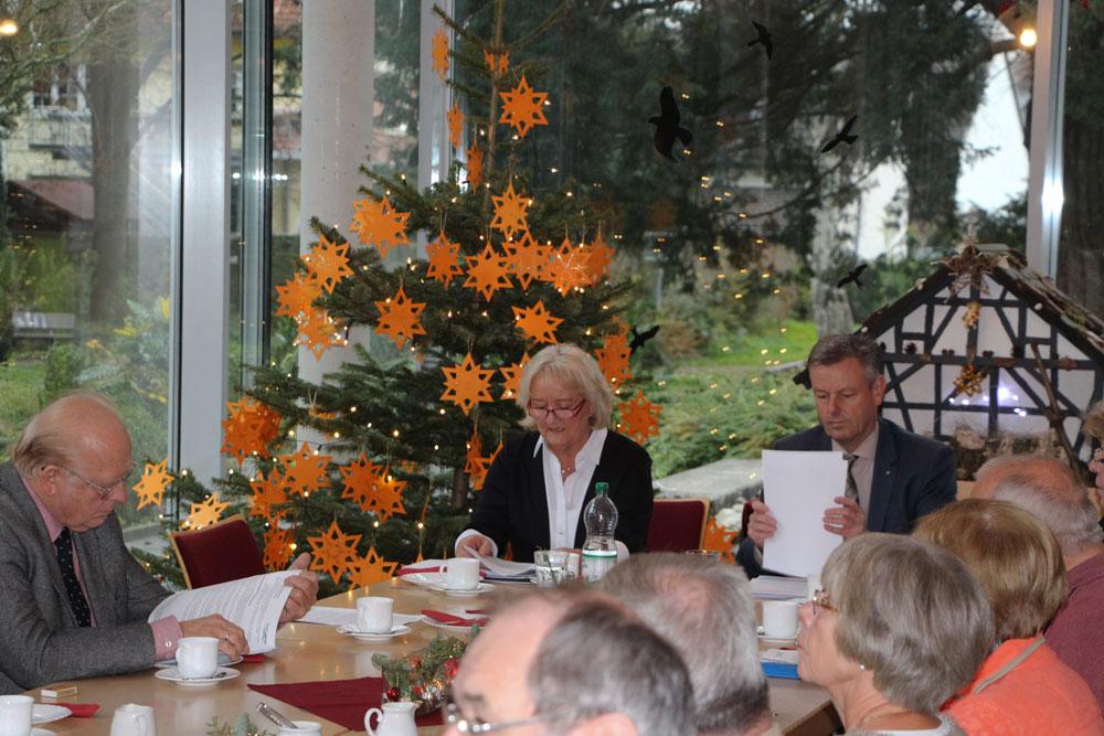 Adventskaffee und öffentliche Sitzung
