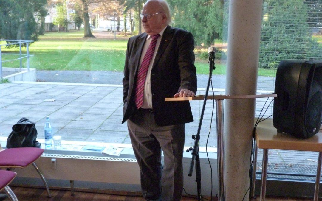 Günther van Allen mit neuem Englischkurs für Senioren