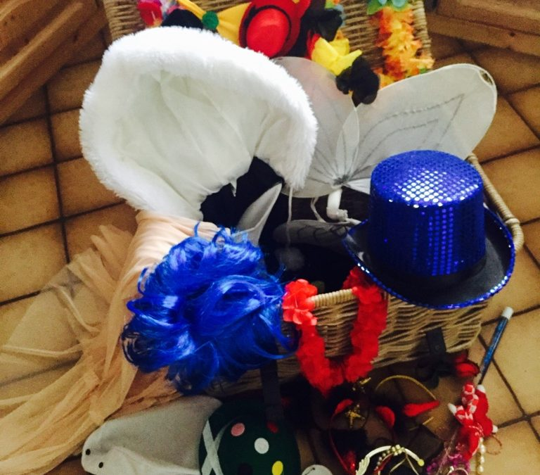 Karnevalsartikel tauschen im Repair Café Lohmar