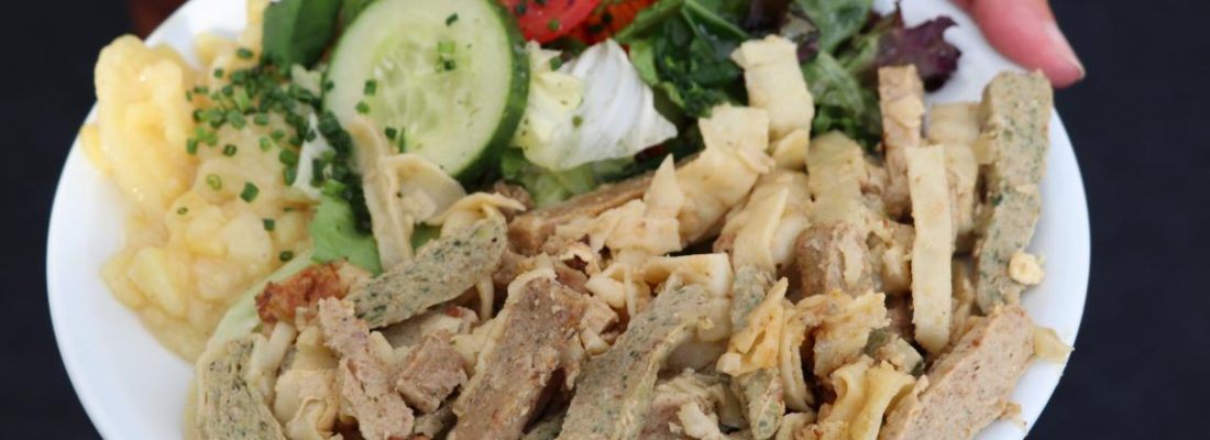 Maultaschenfest Wernau- Teller mit Maultaschen und Salat