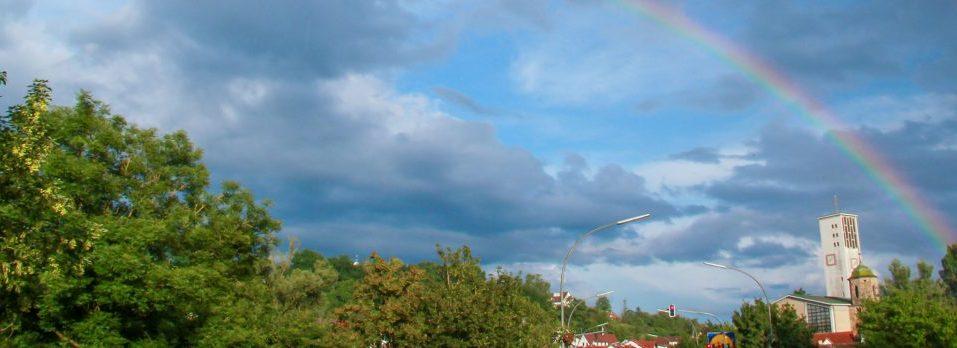 Wolken und Regenbogen über dem Neckar in Wernau